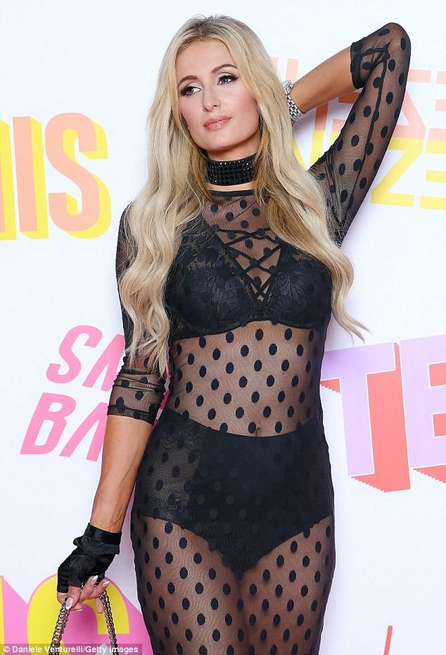 Paris Hilton trình diễn nội y xuyên thấu táo bạo ở Ý - ảnh 8