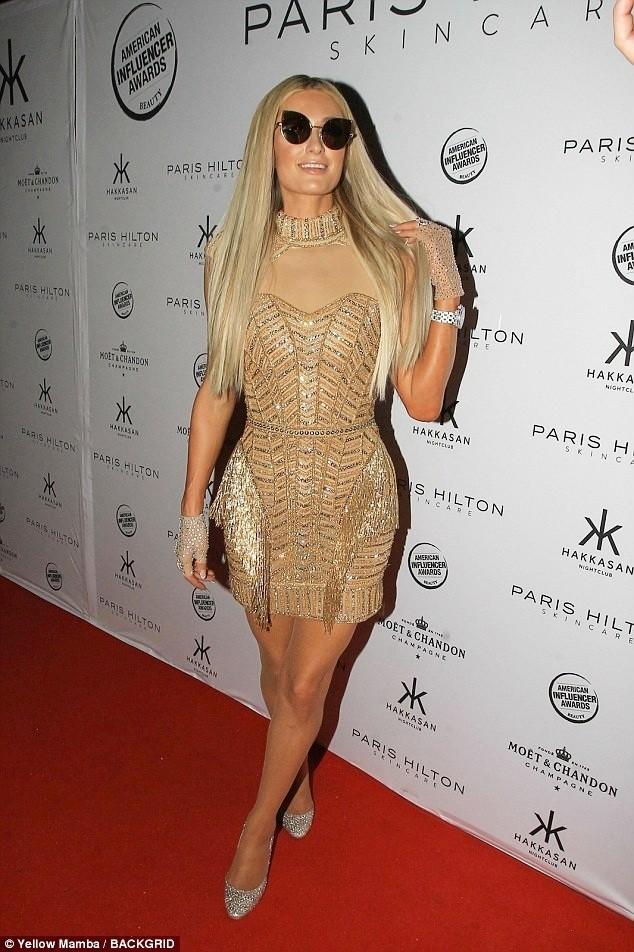 Mặc gợi cảm dự tiệc, Paris Hilton lấy lại thần thái sang chảnh  - ảnh 2