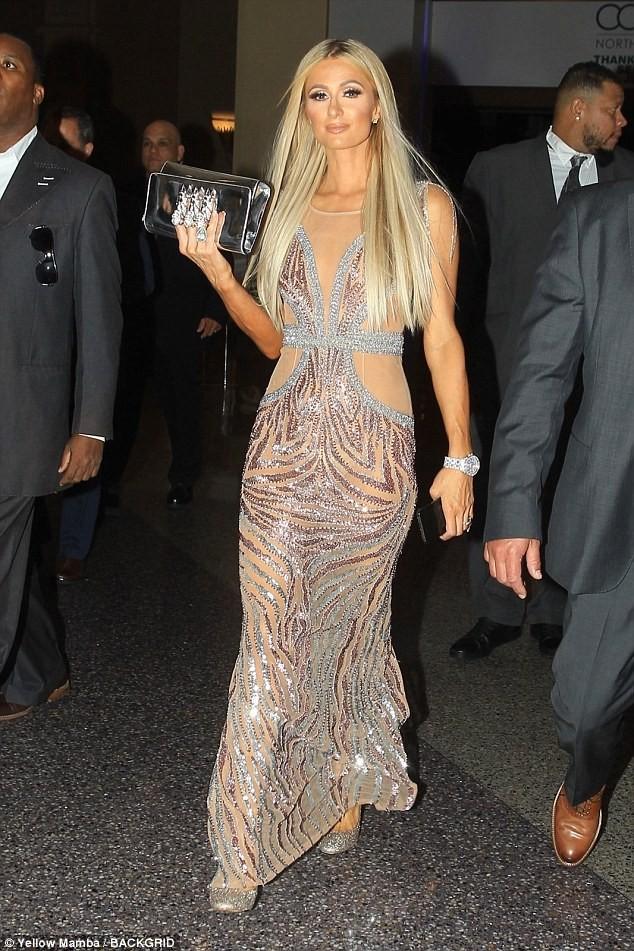 Mặc gợi cảm dự tiệc, Paris Hilton lấy lại thần thái sang chảnh  - ảnh 5