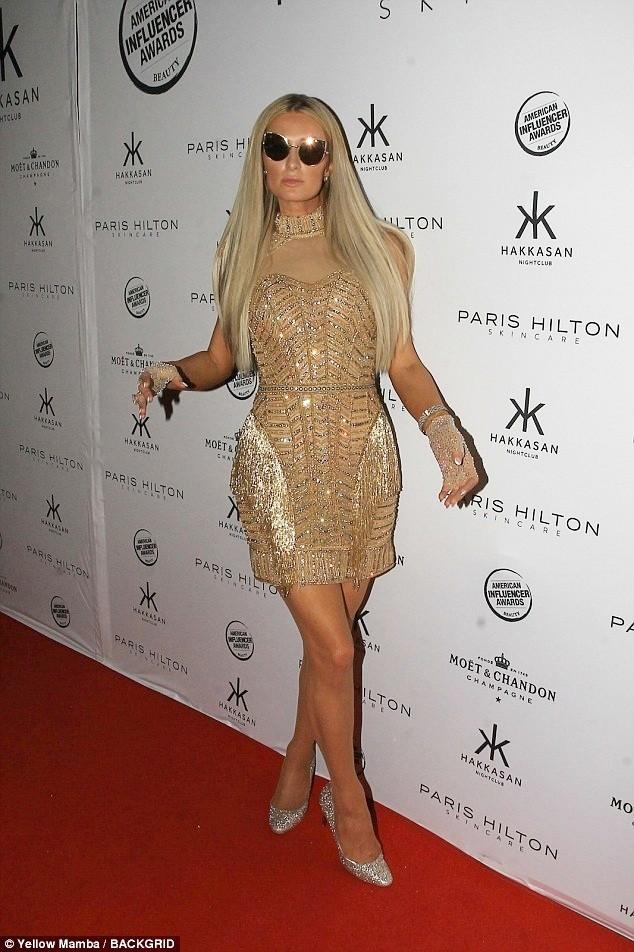 Mặc gợi cảm dự tiệc, Paris Hilton lấy lại thần thái sang chảnh  - ảnh 4