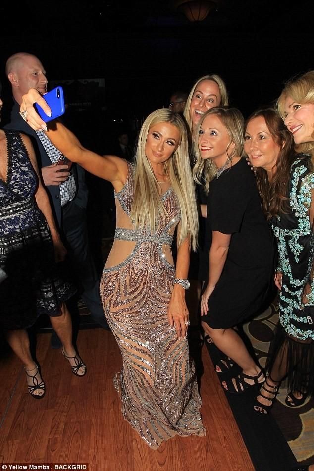 Mặc gợi cảm dự tiệc, Paris Hilton lấy lại thần thái sang chảnh  - ảnh 6