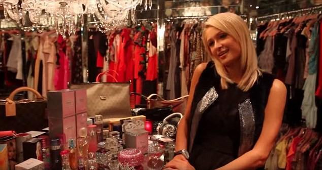 Paris Hilton bốc lửa gợi tình, tiết lộ tủ giày 'khủng' 23 tỉ đồng - ảnh 13