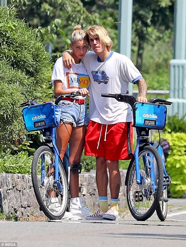Justin Bieber - Hailey Baldwin 'vò đầu bứt tóc' khi ở bên nhau - ảnh 1