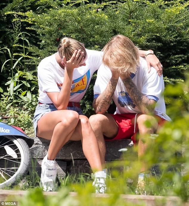 Justin Bieber - Hailey Baldwin 'vò đầu bứt tóc' khi ở bên nhau - ảnh 7