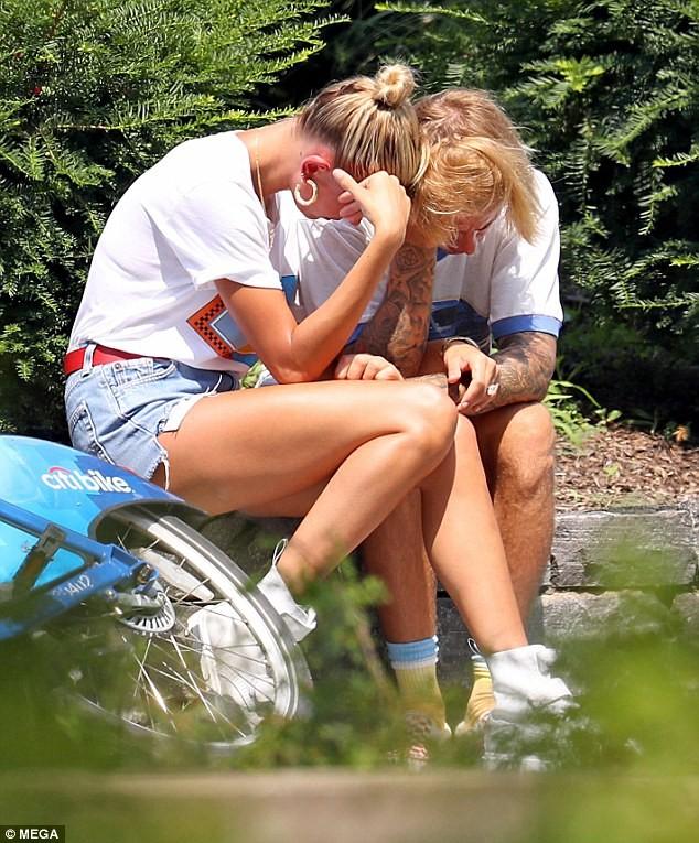 Justin Bieber - Hailey Baldwin 'vò đầu bứt tóc' khi ở bên nhau - ảnh 9