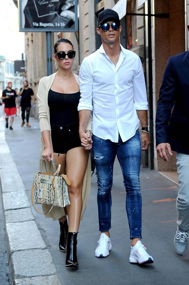 Cô bồ Ronaldo chân dài quyến rũ ở Milan - ảnh 3