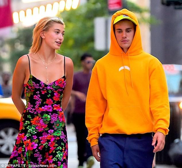 Justin Bieber - Hailey Baldwin 'vò đầu bứt tóc' khi ở bên nhau - ảnh 12