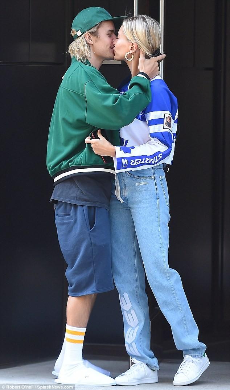 Justin Bieber - Hailey Baldwin 'vò đầu bứt tóc' khi ở bên nhau - ảnh 13