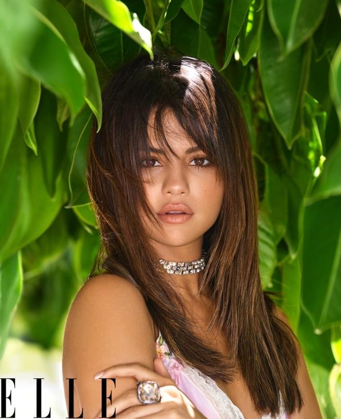 Selena Gomez nóng bỏng hút hồn, lấp ló ngực đầy - ảnh 5