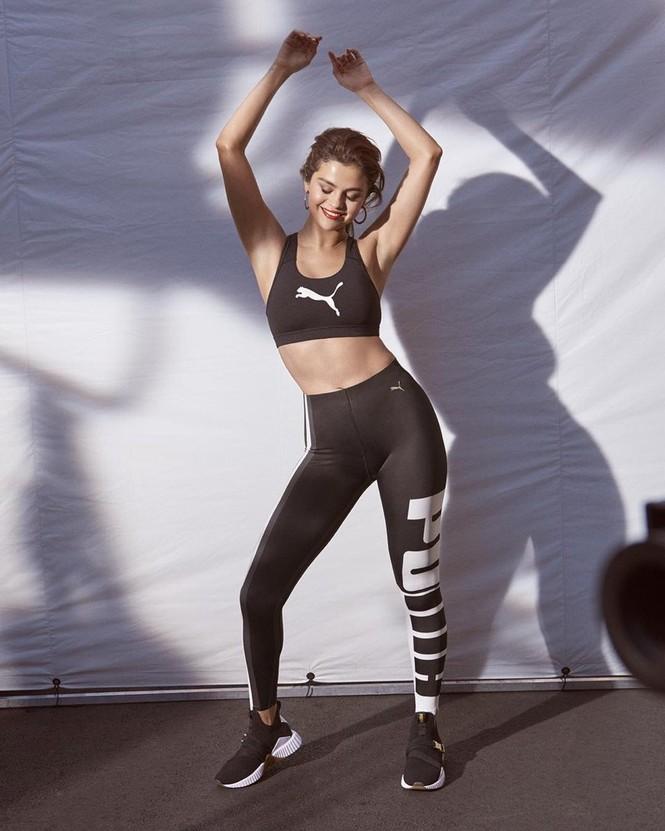 Selena Gomez nóng bỏng hút hồn, lấp ló ngực đầy - ảnh 12