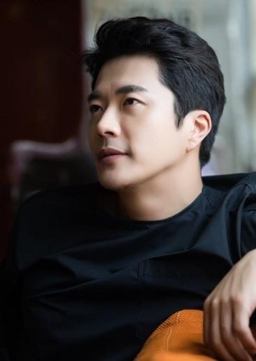 Ảnh hạnh phúc của vợ chồng Kwon Sang Woo nhân 10 năm ngày cưới - ảnh 8