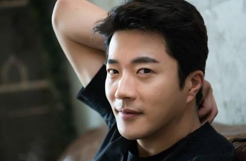 Ảnh hạnh phúc của vợ chồng Kwon Sang Woo nhân 10 năm ngày cưới - ảnh 7