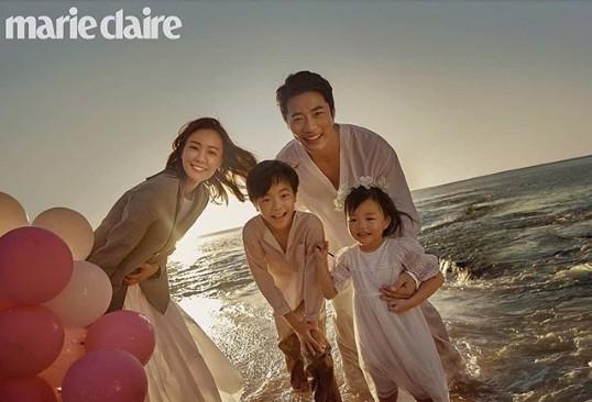 Ảnh hạnh phúc của vợ chồng Kwon Sang Woo nhân 10 năm ngày cưới - ảnh 1