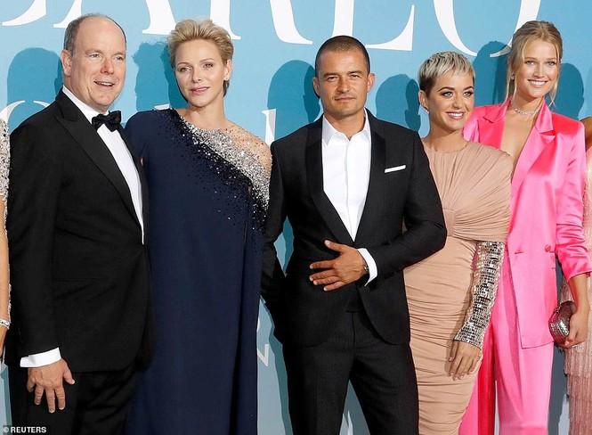 'Cướp biển' Orlando Bloom và bạn gái Katy tình tứ ở Monte Carlo - ảnh 11