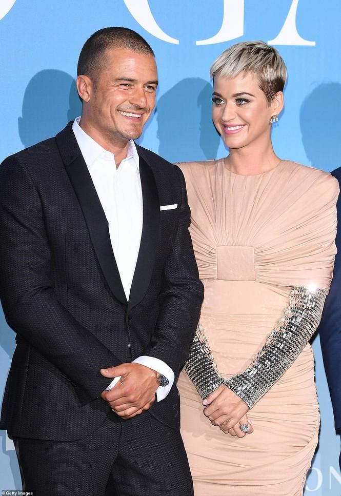 'Cướp biển' Orlando Bloom và bạn gái Katy tình tứ ở Monte Carlo - ảnh 1