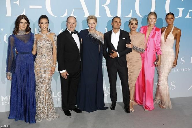 'Cướp biển' Orlando Bloom và bạn gái Katy tình tứ ở Monte Carlo - ảnh 12