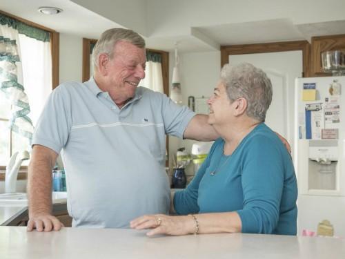 Hi hữu: Hai vợ chồng cùng bị ung thư vú - ảnh 2