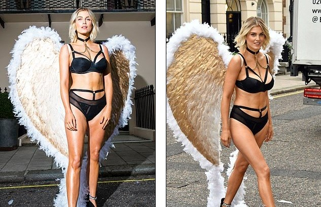 Mỹ nhân Anh quốc Ashley James mặc nội y, đeo cánh thiên thần ra phố - ảnh 7