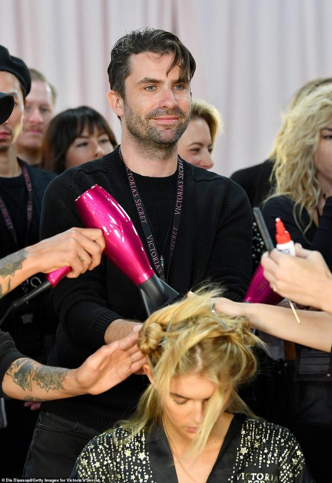 Hậu trường sôi động các mỹ nhân nội y Victoria's Secret trước giờ G - ảnh 25