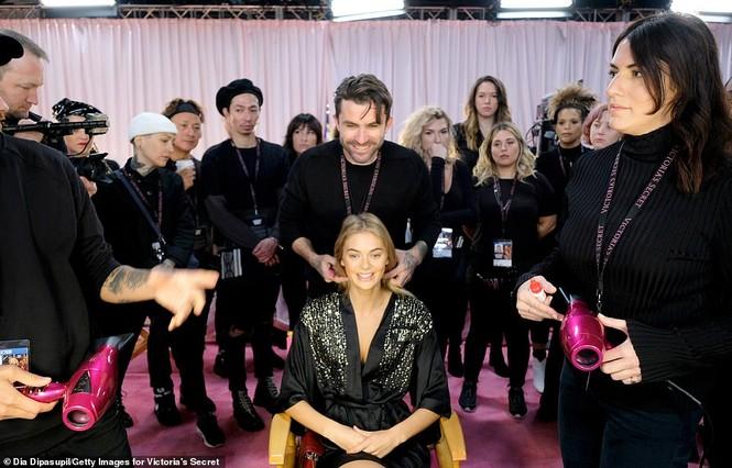 Hậu trường sôi động các mỹ nhân nội y Victoria's Secret trước giờ G - ảnh 26