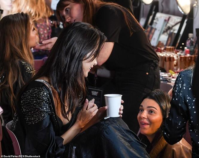 Hậu trường sôi động các mỹ nhân nội y Victoria's Secret trước giờ G - ảnh 16