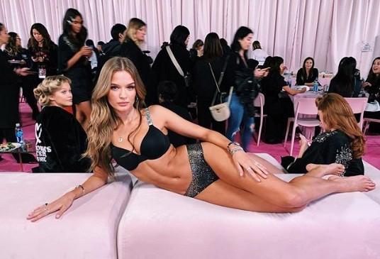 Hậu trường sôi động các mỹ nhân nội y Victoria's Secret trước giờ G - ảnh 45