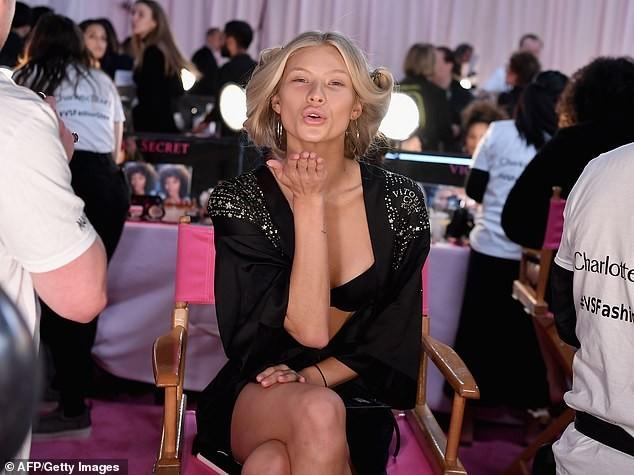 Hậu trường sôi động các mỹ nhân nội y Victoria's Secret trước giờ G - ảnh 19
