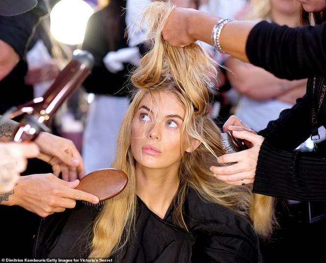 Hậu trường sôi động các mỹ nhân nội y Victoria's Secret trước giờ G - ảnh 27