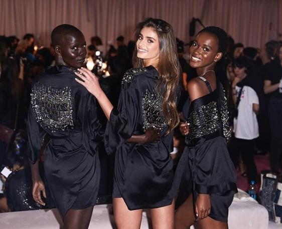 Hậu trường sôi động các mỹ nhân nội y Victoria's Secret trước giờ G - ảnh 59