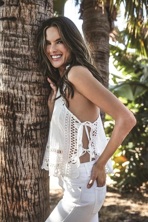 Alessandra Ambrosio tung tăng bikini ở Mexico - ảnh 25
