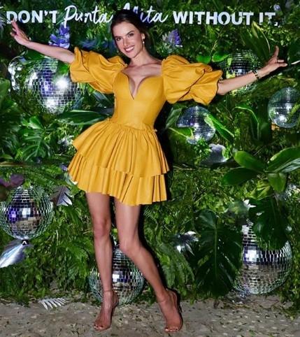 Alessandra Ambrosio tung tăng bikini ở Mexico - ảnh 4