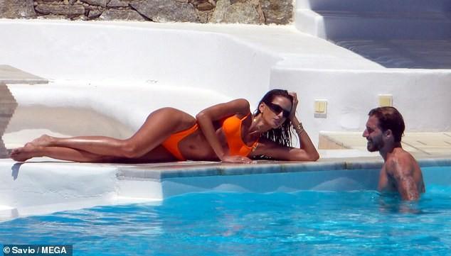 Siêu mẫu xứ Samba thả dáng tuyệt mỹ giữa nắng gió Hy Lạp - ảnh 3