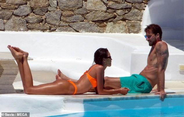 Siêu mẫu xứ Samba thả dáng tuyệt mỹ giữa nắng gió Hy Lạp - ảnh 4