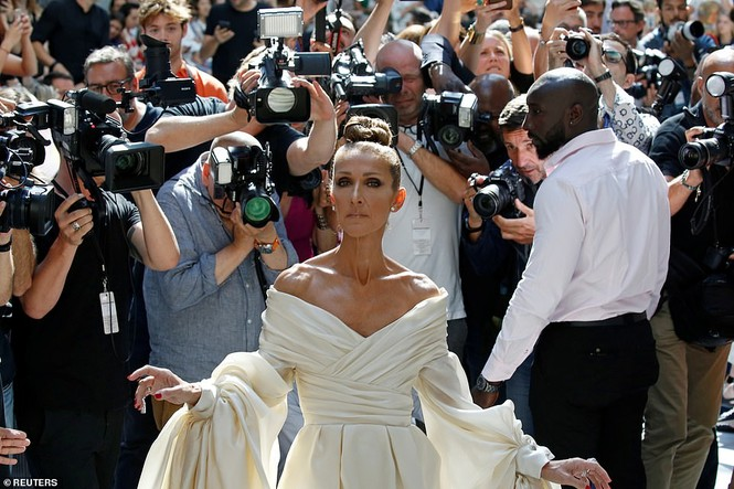 Celine Dion hóa nữ hoàng gợi cảm ở tuổi 51 - ảnh 2