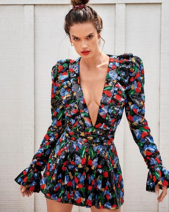 Siêu mẫu xứ Samba Alessandra Ambrosio U40 vẫn quá đỗi gợi cảm - ảnh 1