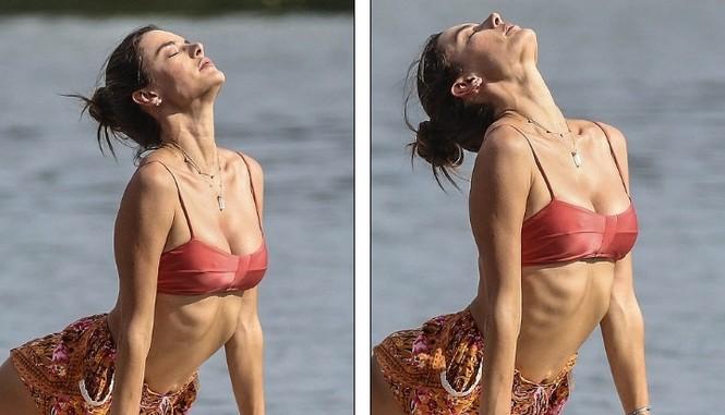 Siêu mẫu xứ Samba Alessandra Ambrosio U40 vẫn quá đỗi gợi cảm - ảnh 16