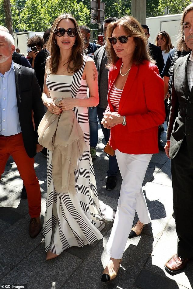 Angelina Jolie quá xinh đẹp quyến rũ trên đường phố Paris - ảnh 7