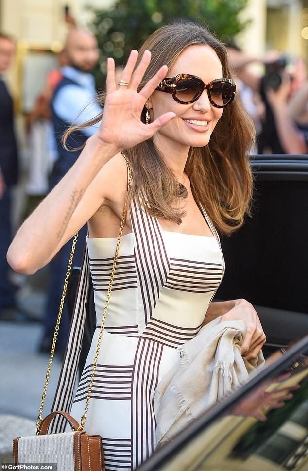 Angelina Jolie quá xinh đẹp quyến rũ trên đường phố Paris - ảnh 2