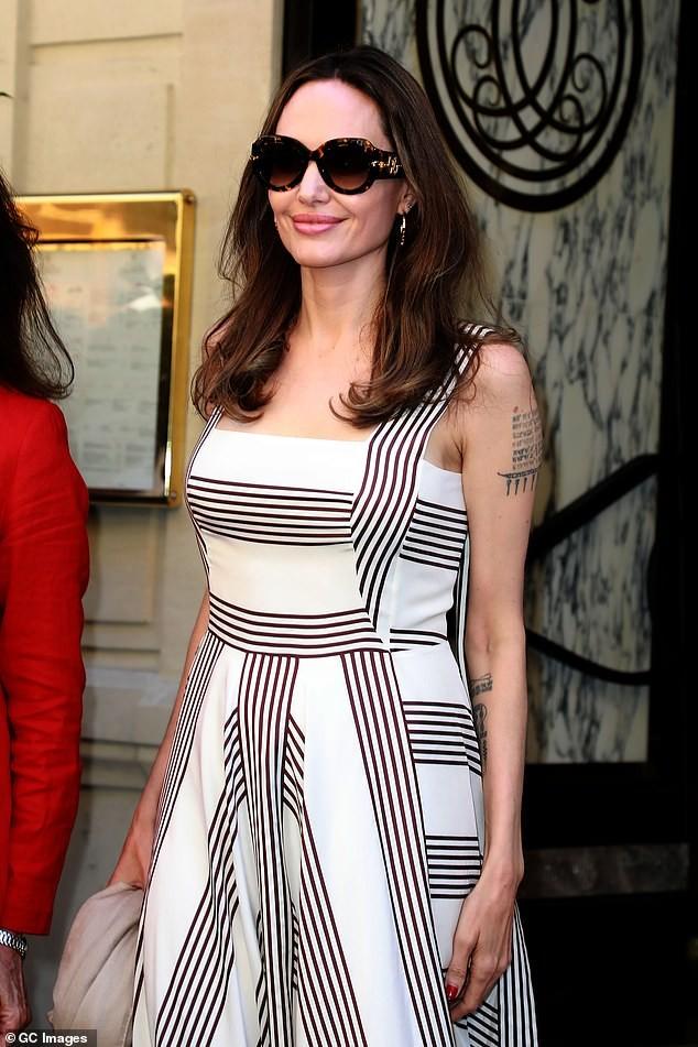 Angelina Jolie quá xinh đẹp quyến rũ trên đường phố Paris - ảnh 3