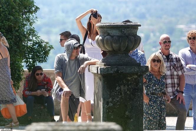 Leonardo Di Caprio hẹn hò lãng mạn cùng bạn gái kém 22 tuổi ở Ý - ảnh 2
