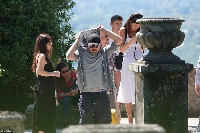 Leonardo Di Caprio hẹn hò lãng mạn cùng bạn gái kém 22 tuổi ở Ý - ảnh 1