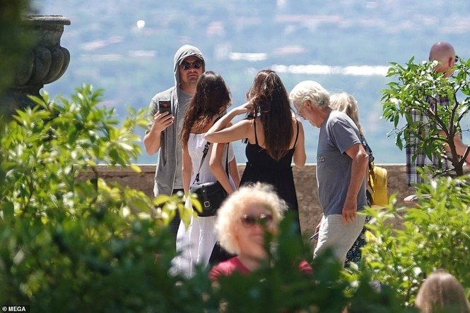 Leonardo Di Caprio hẹn hò lãng mạn cùng bạn gái kém 22 tuổi ở Ý - ảnh 3