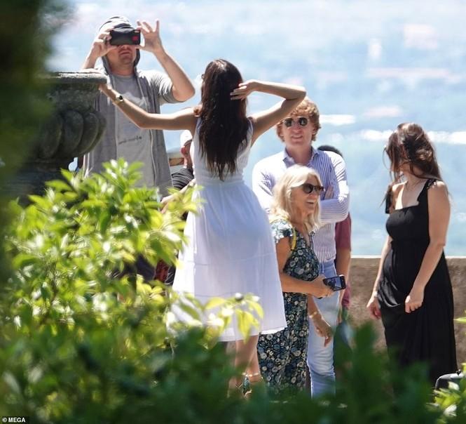Leonardo Di Caprio hẹn hò lãng mạn cùng bạn gái kém 22 tuổi ở Ý - ảnh 9
