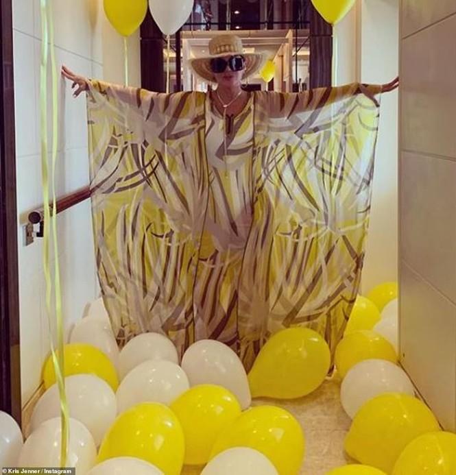 Cô út tỉ phú nhà Kardashian siêu nóng bỏng đón sinh nhật tuổi 22 - ảnh 11