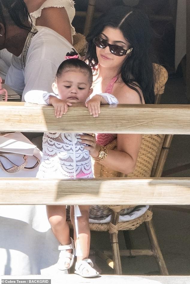 Cô út tỉ phú nhà Kardashian siêu nóng bỏng đón sinh nhật tuổi 22 - ảnh 12