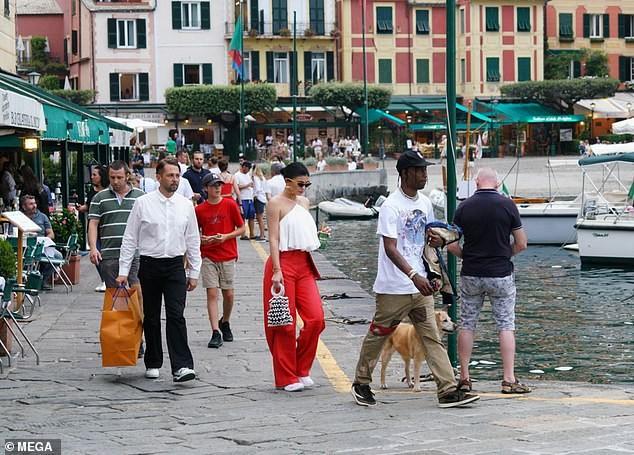Nàng út tỉ phú nhà Kardashian áo yếm lưng trần hút mọi ánh nhìn ở Ý - ảnh 10