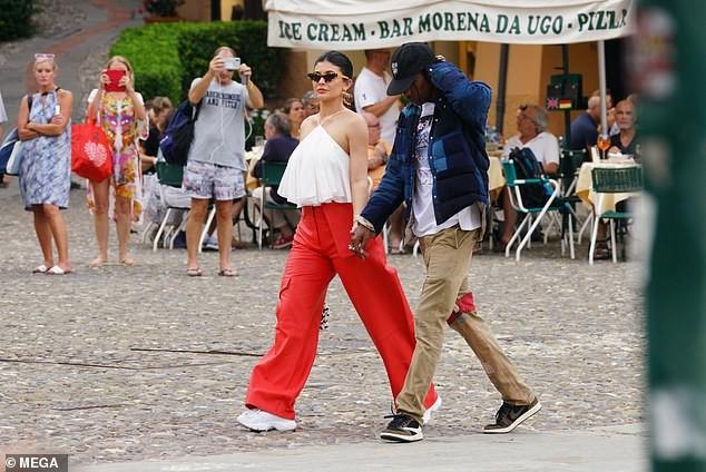 Nàng út tỉ phú nhà Kardashian áo yếm lưng trần hút mọi ánh nhìn ở Ý - ảnh 5