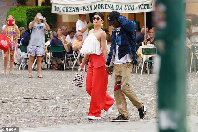 Nàng út tỉ phú nhà Kardashian áo yếm lưng trần hút mọi ánh nhìn ở Ý - ảnh 9