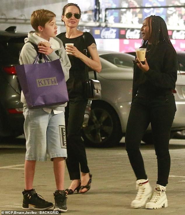 Angelina Jolie đưa con trai Maddox nhập trường đại học ở Hàn Quốc - ảnh 9