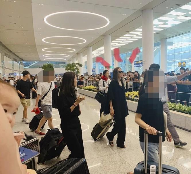 Angelina Jolie đưa con trai Maddox nhập trường đại học ở Hàn Quốc - ảnh 2
